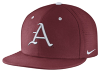 BASEBALL A FITTED CAP
